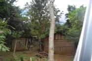 Así lucen la mayoría de los hogares rurales en el departamento de Alto Verapaz, sin acceso a electricidad, alcantarillado, con una pésima infraestructura vial, deficiente acceso a salud y educación, cómo es tendencia en la Latinoamérica rural. Fuente: 3Colibrís.