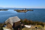 La geografía define nuestras prácticas alimentarias y agrícolas. En los islotes del Lago Titicaca, ubicados en la frontera entre Perú y Bolivia, los principales alimentos son la carne de cordero, los lácteos y el garbanzo. Fuente: 3Colibrís.