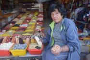 Doña Sara Wasi, guardiana de semillas, si acaso vas a Cusco no dejes de visitarla frente a la plaza de mercado. Fuente: 3Colibrís.