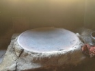 El comal recipiente tradicional en la cocina centroamericana, con frecuencia utilizado para preparar las tradicionales pupusas. Fuente: 3Colibrís.